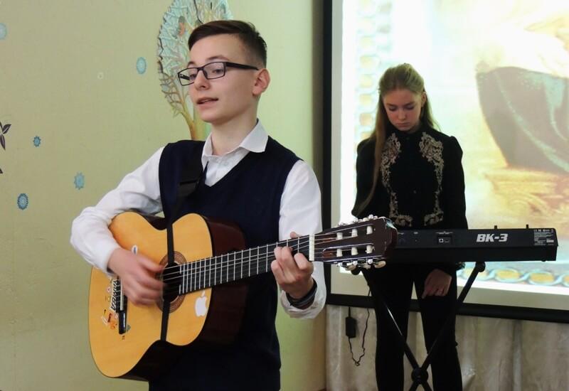 Обучение игре на гитаре для детей